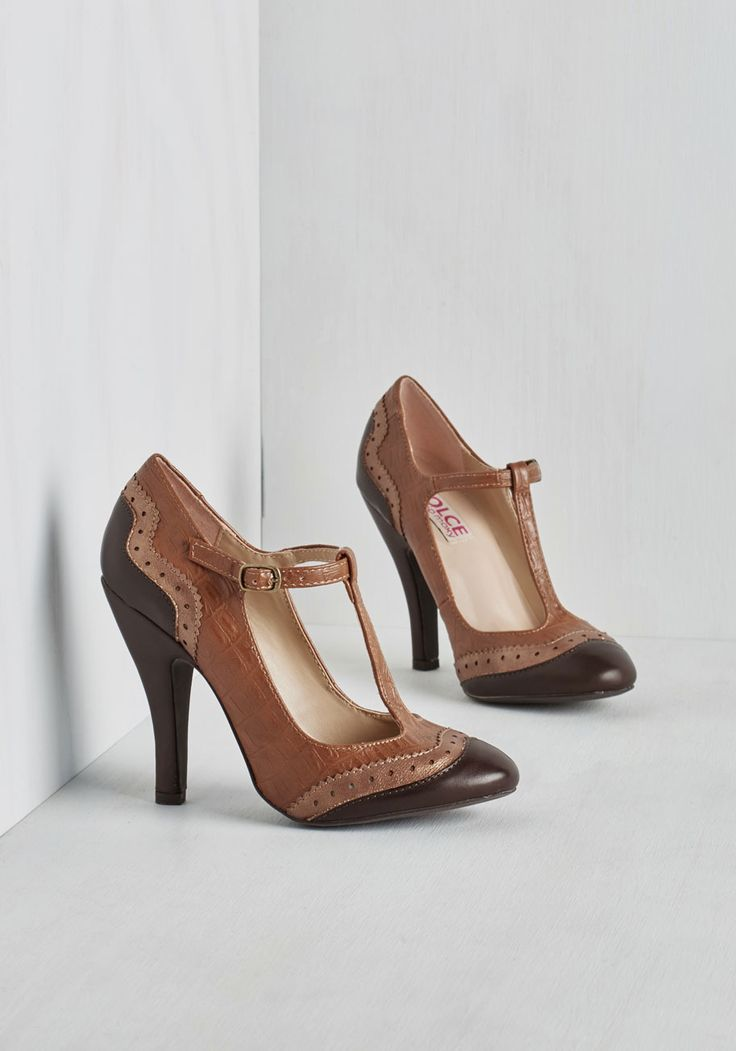 Sashay, Girl, Hey Heel. Shouts of glee are sure to come your way when you step out in these colorblock pumps! #brown #modcloth