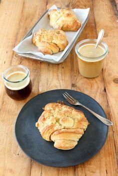 Franzbrötchen mit Streuseln, knuspriger Plunderteig, karamellisierter Zimt-Zucker, buttrige Streusel und das auch noch nett anzusehen, direkt aus meinem Ofen.