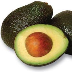 Een halve avocado voorziet van een vijfde van de benodigde dagelijkse hoeveelheid groente en fruit. Bovendien zit de vrucht vol met vezels, vitamines en mineralen, waaronder een enorme hoeveelheid aan kalium, wat beschermt tegen hartfalen, een hoge bloeddruk en beroertes. Avocado bevat goede vetzuren dat slecht cholesterol (LDL) helpt te verlagen, zonder het goede cholesterol aan te tasten (HDL); net als olijfolie. De vezels bieden een goede bescherming tegen darmkanker