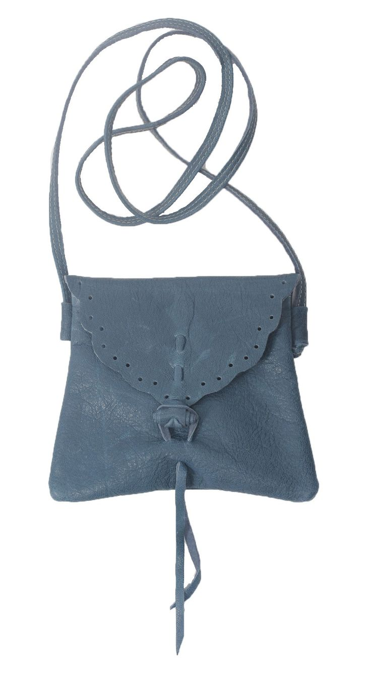 Blue schouderband - Mooie tasje van zacht Italiaans leer. Met dunne leren schouderband. Ideaal voor je mobiel en wat kleingeld.  Afm:bxh ca 20x15 cm
