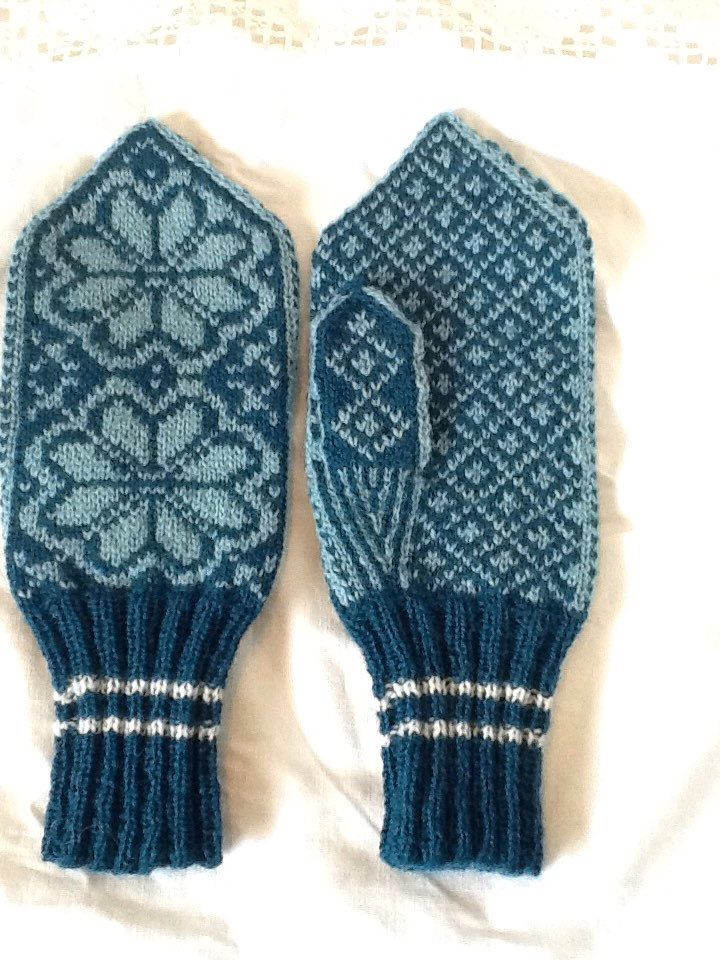 Selbu mittens. Traditional hand knitted mittens from norway. Colour: petrol. 100%wool. Hand wash. Size womans small. Measures 10x4inch by Lappesola on Etsy https://www.etsy.com/listing/230963110/selbu-mittens-traditional-hand-knitted