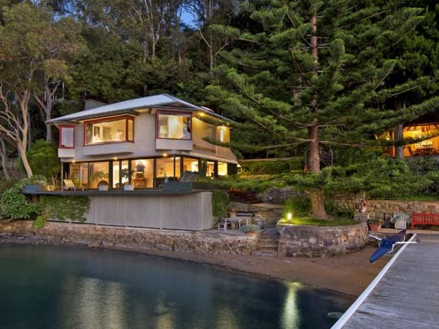 A waterfront self contained king size cabin surrounded by beautiful gardens in Lovett Bay, Pittwater Australia http://www.nextplace.com.au/real-estate/lovett-bay-18-20-sturdee-lane:10022MTF6Z?price:950000-