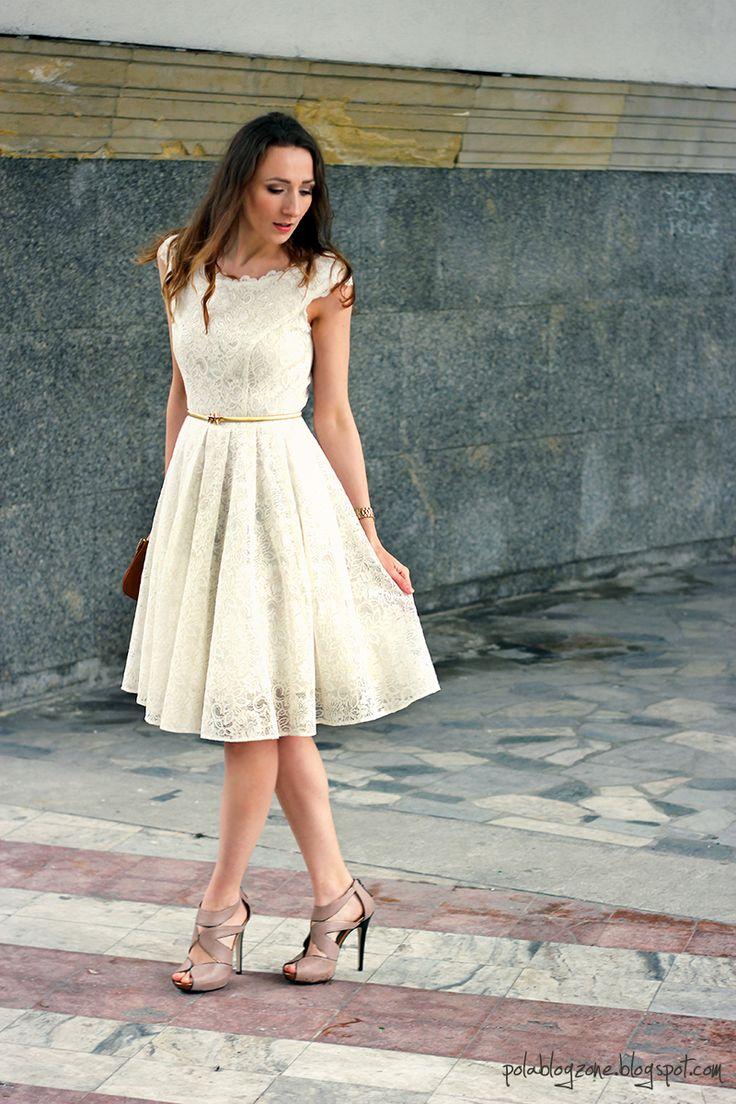 On photo: Natasha, lace wedding dress, Dagnez  http://www.suknie.net/suknie-slubne-sukienki/175-natasza-krotka-sukienka-slubna-z-koronki.html