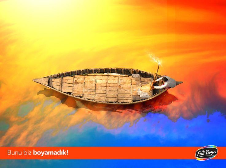 Bangladeş'te gün batımıyla birlikte gökyüzünün ve güneş ışınlarının nehre yansıması görsel bir şölen oluşturuyor. #BunuBizBoyamadık