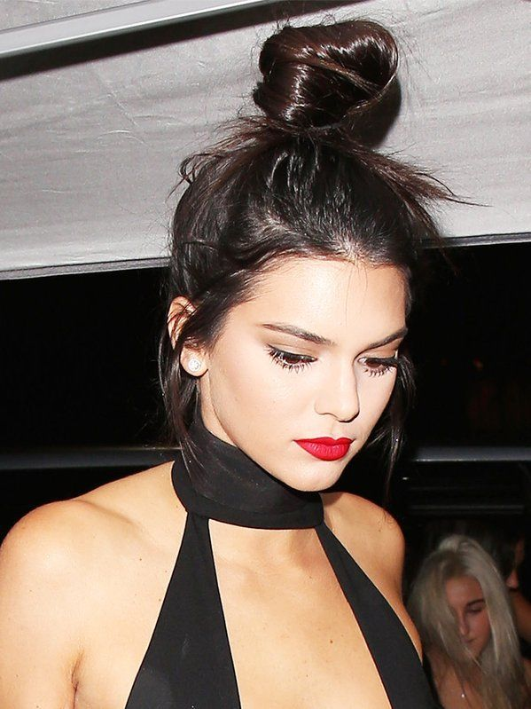 The Perfect Messy Bun And Red Lip - #KendallJenner #stylechat