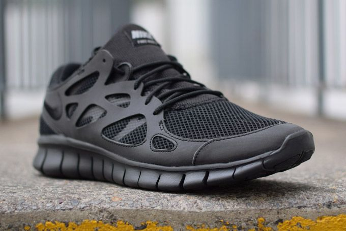 Nike Free Run+ 2: triple black gets reflective | FREE Global Sneaker Shipping | CrookedTongues.com — Selling soles since 2000
