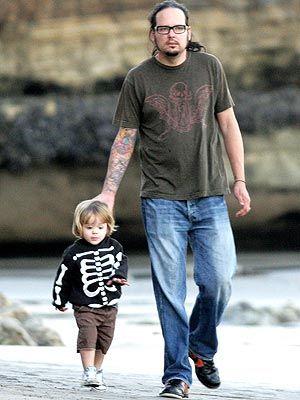 Jonathan Davis and His Son, Zeppelin