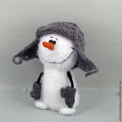 Купить или заказать Снеговик в интернет-магазине на Ярмарке Мастеров. Снеговичок, волшебный и очень симпатичный новогодний подарок для друзей, подруг, знакомых и…