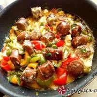 Χωριάτικο λουκάνικο με πιπεριές και φέτα