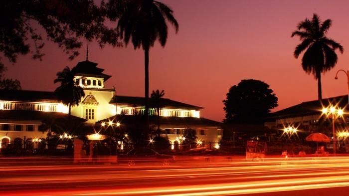 Traveling Bandung - Inilah 9 Destinasi Terpopuler di Kota Kembang, Banyak yang Gratis Lho