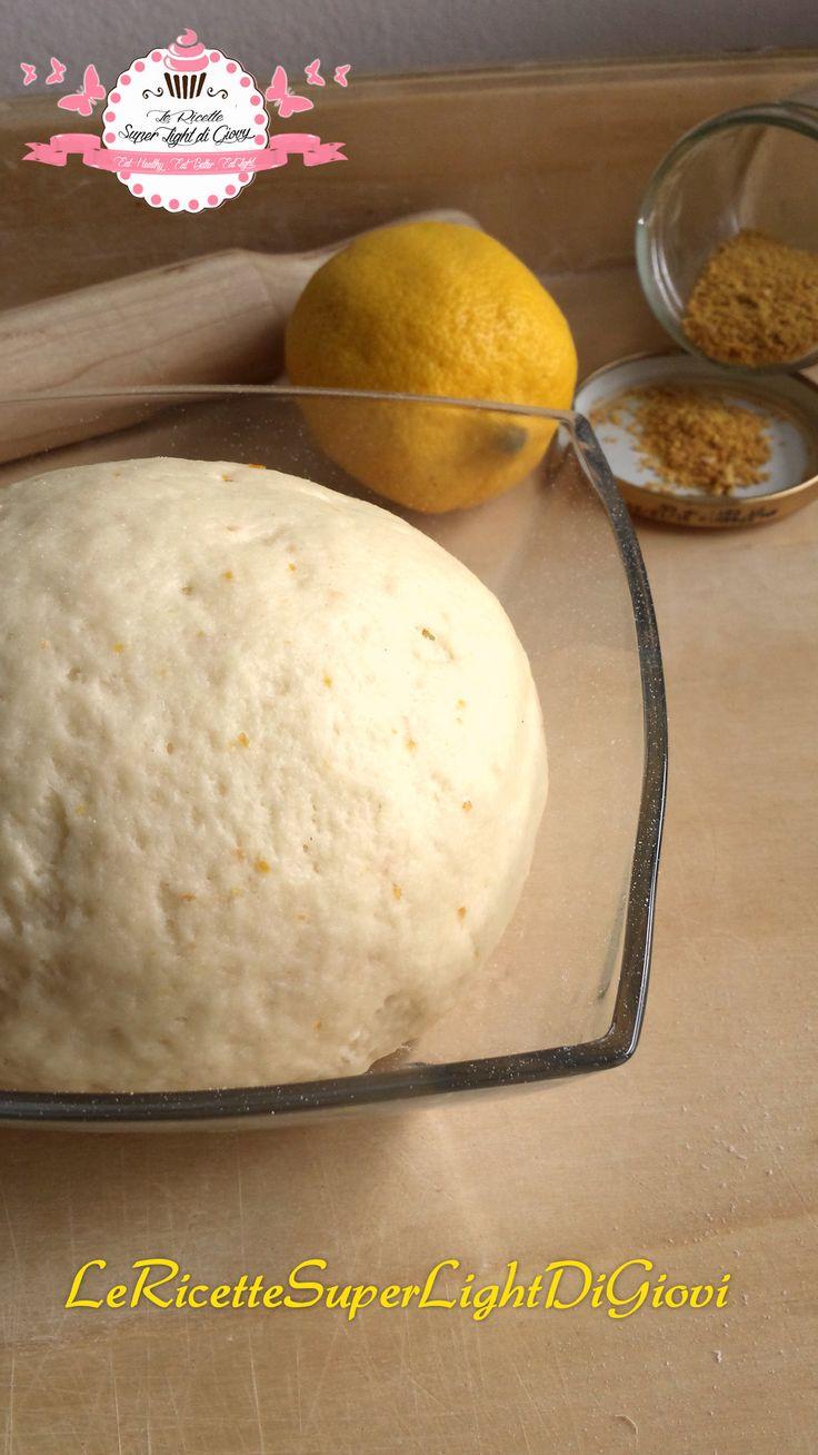 Pasta frolla light aromatizzata al limone, delicata e decisa allo stesso tempo, con pochissimi grassi, ideale per chi è a dieta.