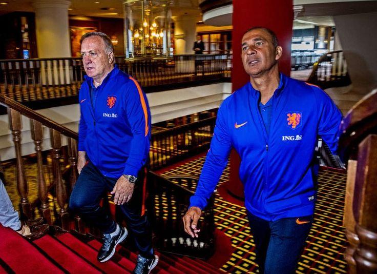 Trainer Dick Advocaat en assistent Ruud Gullit. Hotel Huis ter Duin. Juni 2017