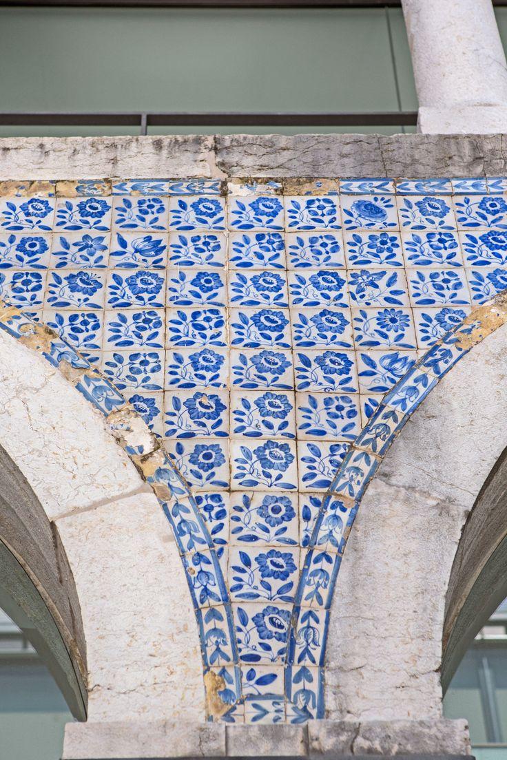 Lisboa   Instituto Superior de Economia e Gestão / Lisbon School of Economics and Management (ISEG) #Azulejo #ULisboa