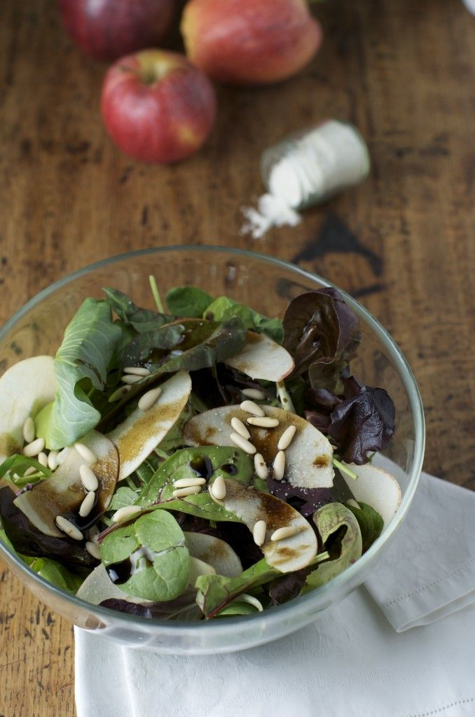 pine nut, apple, balsamic vinegar and truffle salt salad - insalata verde con pinoli, mele, aceto balsamico e sale al tartufo