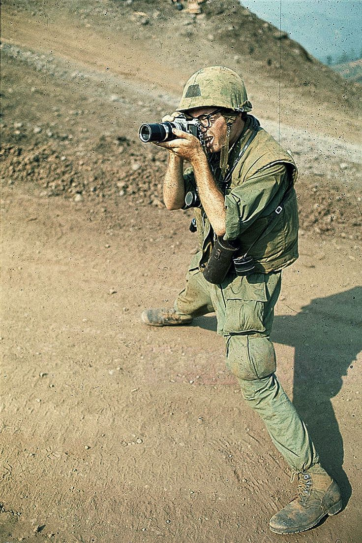 https://flic.kr/p/M3WYwU | Vietnam War 1967 - War Photographer Taking Picture | 21 Nov 1967, Dak To, South Vietnam --- 11/21/1967-Dak To, South Vietnam: A newsphoto cameraman is shown taking a picture while standing on a dirt road. He is there with the soldiers of the 173rd Airborne Brigade awaiting evacuation from Hill 875 as fighting continues. --- Image by © Bettmann/CORBIS