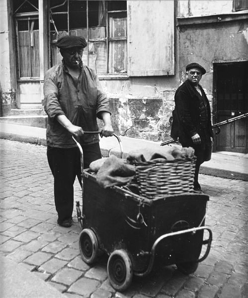 Grave Digger inspiration, the contrast of poor manual workers and the polished officers would be interesting. Robert Doisneau 1950.