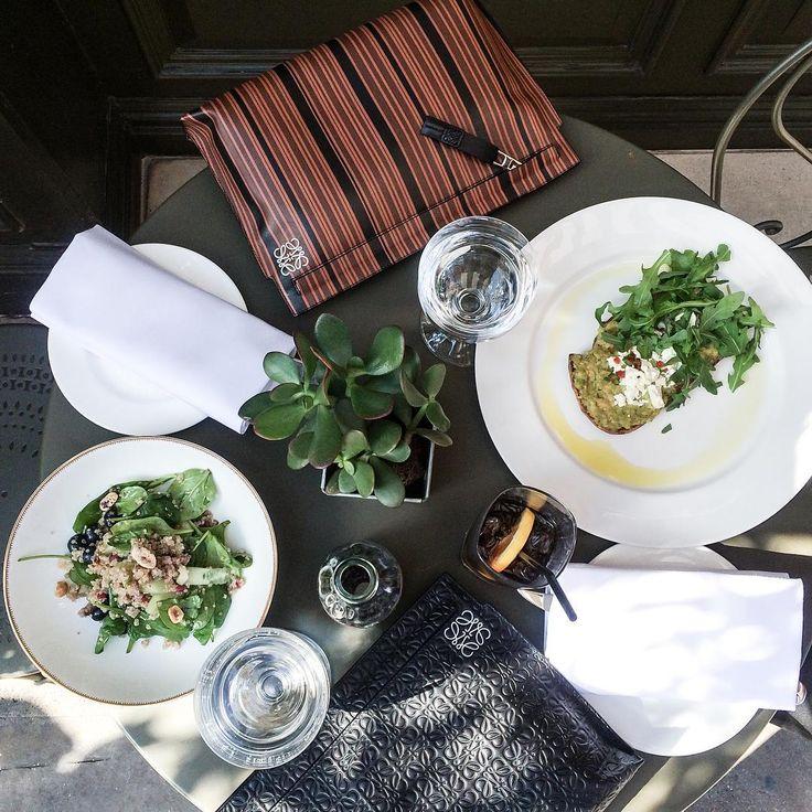 """En frokost i solen med den skønne blogger @fundachristophersen inden show time  #frokost #avokadotoast #quinoasalat #lfw"""