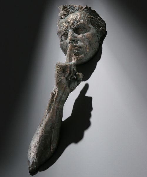 « Ces hommes qui sortent des murs.. » – Matteo Pugliese, sculpteur contemporain italien | PERFORMANCE by Touch-arts