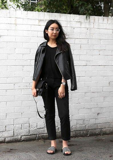 Dricoper Nash Boyfriend Jeans, Adidas Adilette Slides, Proenza Schouler Ps11 Classic Bag, Oscar Wylee Blair Glasses