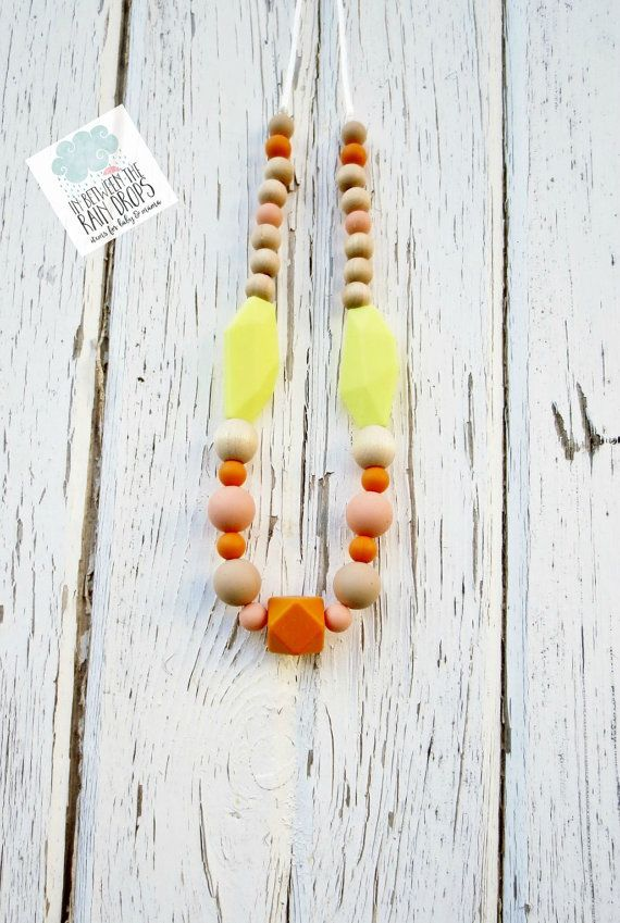 Silicone Necklace Teething and Maple Wood by InBetweenTheRaindrop