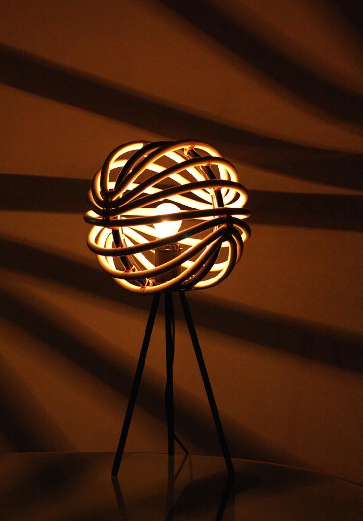 Kami perkenalkan Apolite Lamp, karya perdana desainer muda Denny Priyatna untuk 2madison.com. Nuansa zen bercampur modern yang dipancarkannya akan membuat statement instan di sudut ruang. Gunakan lampu kuning untuk menciptakan siluet, dan lampu putih untuk membuat cahayanya netral. Designer : DENNY PRIYATNA Collection : Lamp