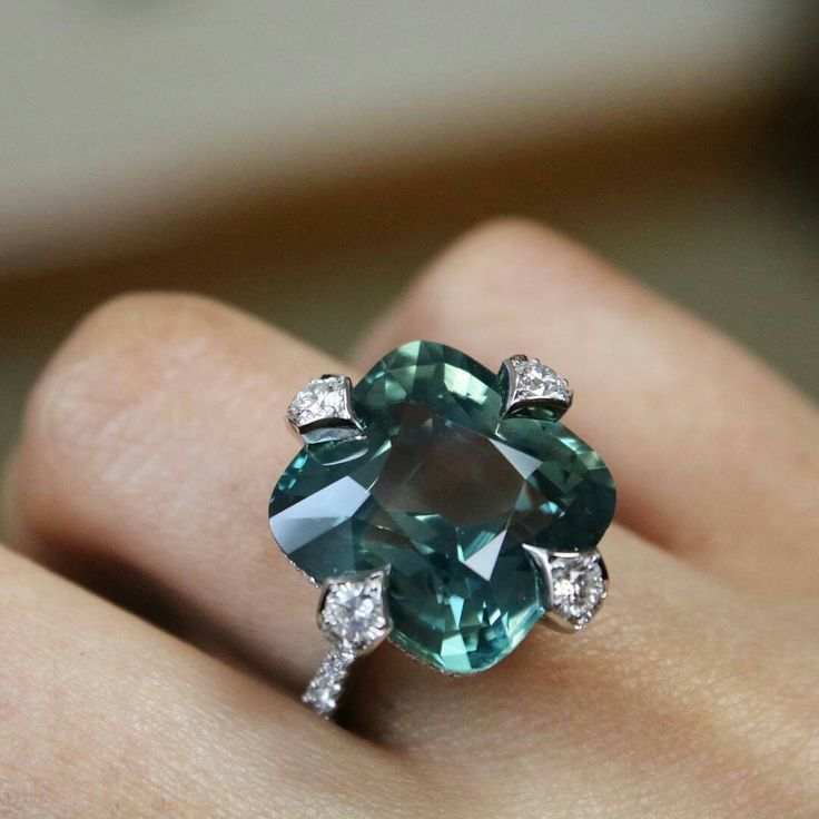At @koliero. Making new friends in NYC - check out this 20ct green sapphire from @baycojewels !!