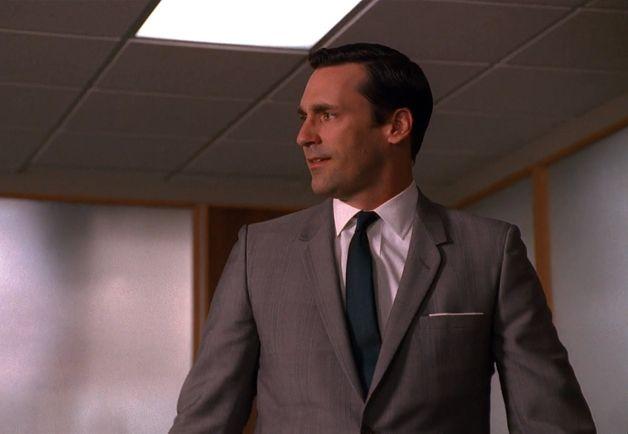 Le GQ américain a recensé en images toutes les tenues portées par Don Draper au cours des 7 saisons de Mad Men. Au milieu d'un océan de cravates rayées et de costume gris, voici quelques idées à retenir pour tenter d'avoir autant de style que Jon Hamm.