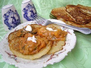 W Mojej Kuchni Lubię.. : Chrupiące placki ziemniaczane z sosem gulaszowym.....