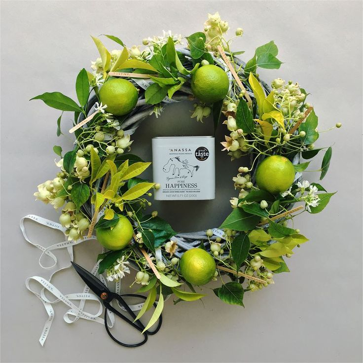 Pure Happiness wishes for a glorious month! Happy May! #anassa #tea #organicblends #purehappiness #easter #mayday #flower #wreath #greek #herbs