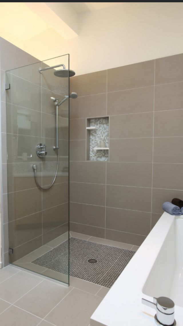 Líneas y estilo.: Open Shower, Showers, Floor, Bathroom Remodel, Bathroom Ideas, Shower Tile, House, Master Bathroom, Design
