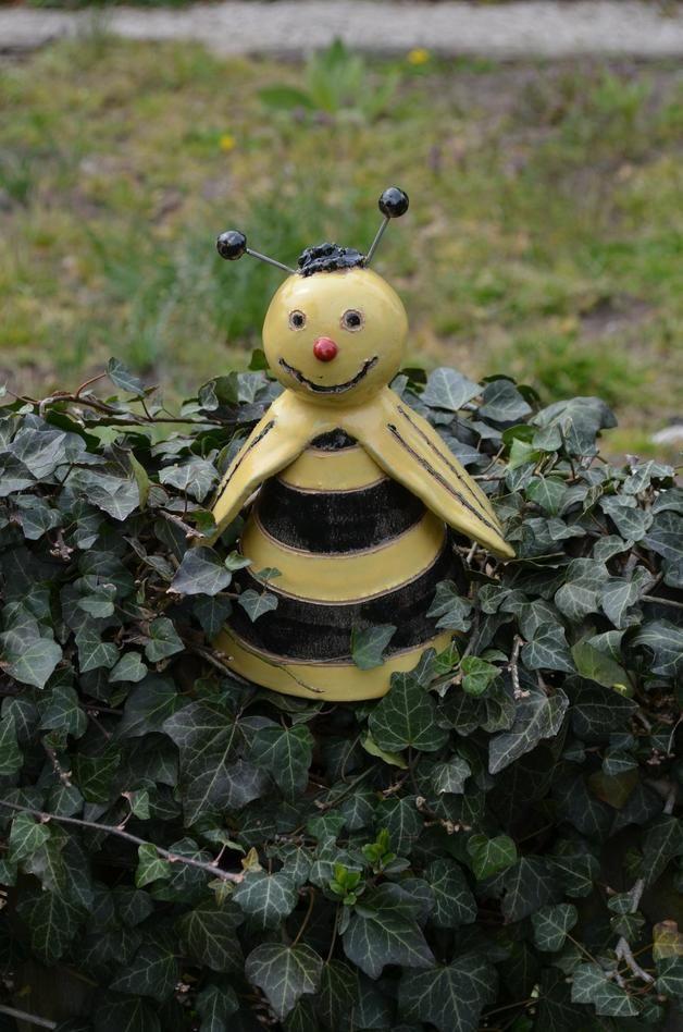 Pflanzen- & Gartenstecker - Zaunhocker Biene - ein Designerstück von toepferingi bei DaWanda