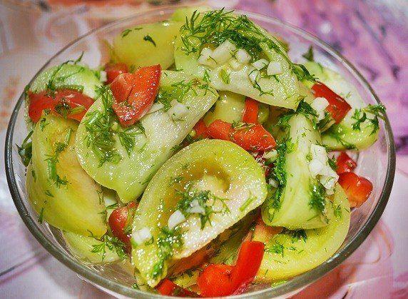 Маринованные зеленые помидоры.