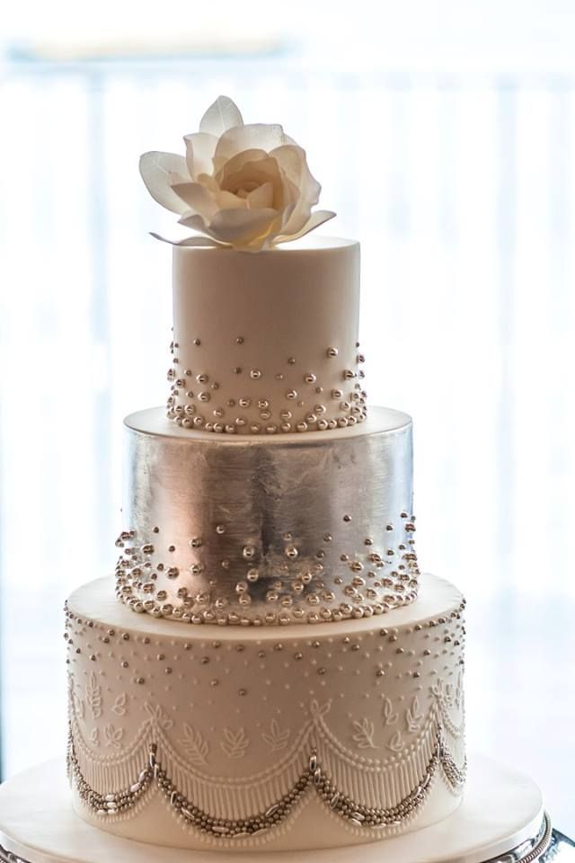 the amazing Faye Cahill... again! :): Metals Cakes, Beads Wedding Cakes, Cakes Ideas, Bottoms Tiered, Cakes Design, Eating Cakes, Silver Wedding Cakes, Beautiful Cakes, Faye Cahill