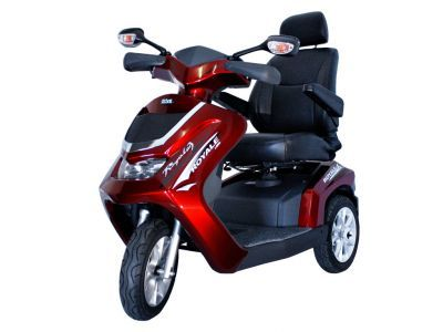 """#Scootmobiel PL1300 Royale 3 wiel- rood Art. nr.: HW001RD-NL18  18 km/h scootmobiel  In termen van comfort heeft deze scootmobiel """"koninklijke"""" normen. Veel mensen waarderen de Deluxe-Captain's stoel. Alleen uw sofa thuis is comfortabeler.   Automatisch remmen bij het nemen van bochten Remlicht Krachtige 1300-W-Motor Volledige vering rondom Bodemvrijheid tot 15 cm Individueel instelbare Deluxe-Captain stoel"""