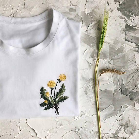 Blumenstickerei benutzerdefinierte T-shirt, personalisierte Geschenk, Kleidung, botanische benutzerdefinierte hand bestickte T-shirt, Geschenk für sie, Florist Geschenk