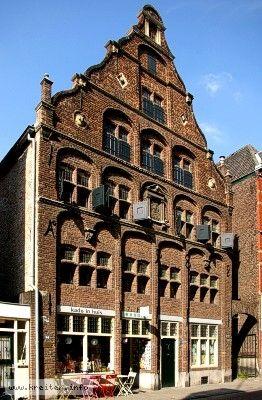 Backsteinfassade des Huize Schreurs in der Groote Kerkstraat in Venlo