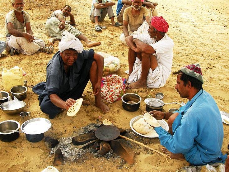インドの砂漠でメシを食おう / ラクダに乗ってジャイサルメール・大インド砂漠を歩く