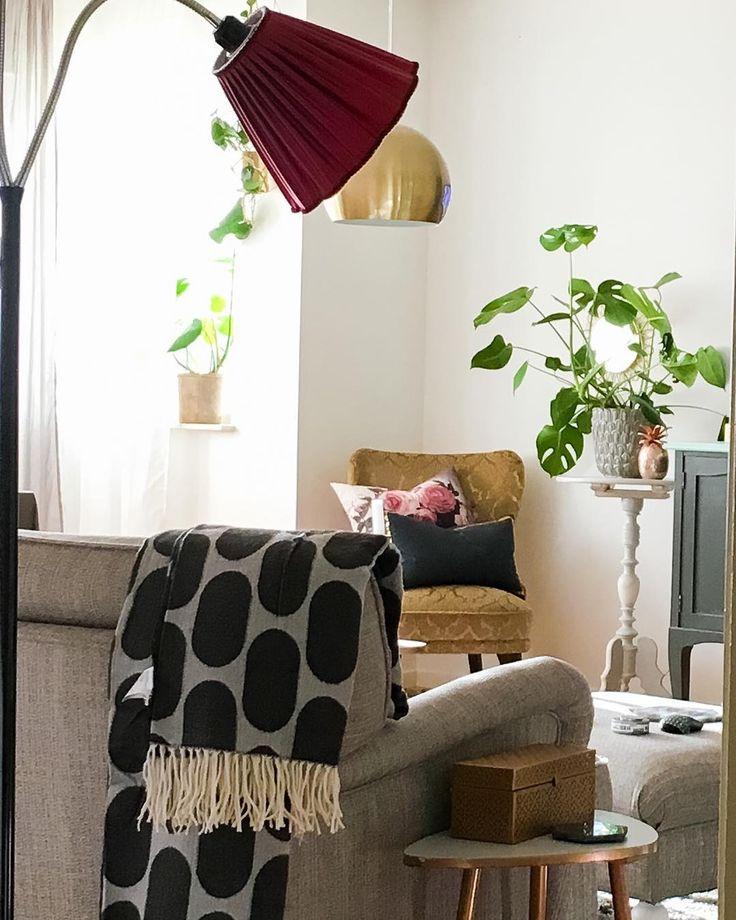 #livingroom #vardagsrum #ellos #ellosofficial #hmhome #vintage #emmafåtölj #mässing #brass #ananas #pineapple #familylivingfint #finahem #nordiskahem #intedningsdetaljer #interiordesign #heminredning #inredning #instahome #interior #interiör #interiør #mio