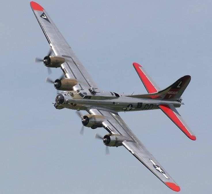 """B-17 Flying Fortress bomber, """"Yankee Lady"""", Tail : 485829Y"""