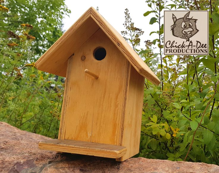 The Chickadee Birdhouse: Move along! Nothing to see here. Okay, fine...click me for my deets.