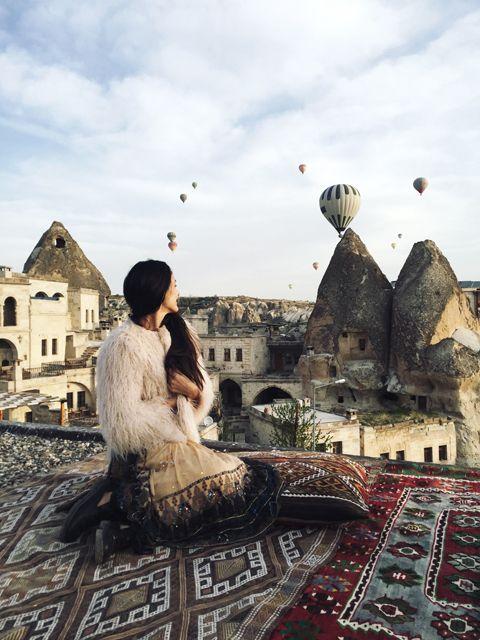 Другая планета Каппадокия - Helena Kovalenko. Как выбрать отель? Лушая смотровая площадка  в отеле Siltan Cave  #balloons #cappadocia #turkey #outfit #travel #rooftop #sultancavesuite #каппадокия #турция #отель #полетына воздушныхшарах