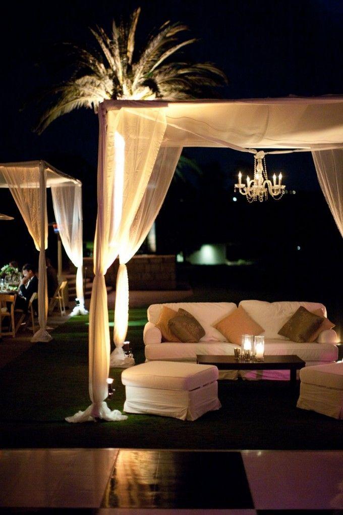 Boda con zona lounge exterior
