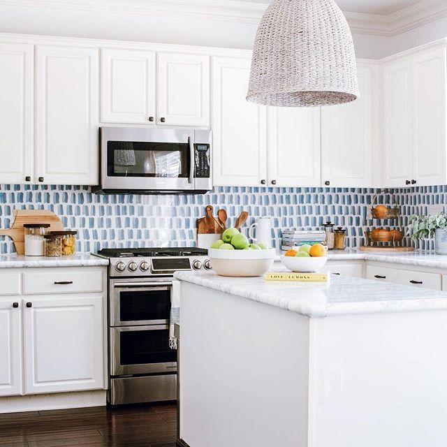 Kitchendecor Instakitchen Kitcheninspiration Kitcheninspo Kitchendesign Kitchenideas Kitch Kitchen Wallpaper Diy Kitchen Backsplash White Modern Kitchen