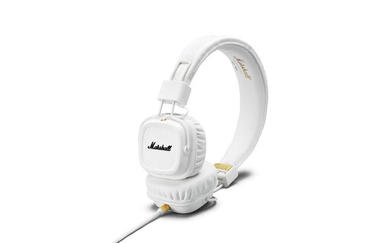La seconde édition du casque audio Marshall est enfin disponible : le Major II. Le casque Marshall Major II ne diffère que très légèrement dans son aspect esthétique avec des oreillettes un peu plus arrondies et conserve son design « rock ». De légers changements peuvent faire toute la différence comme la télécommande avec micro …