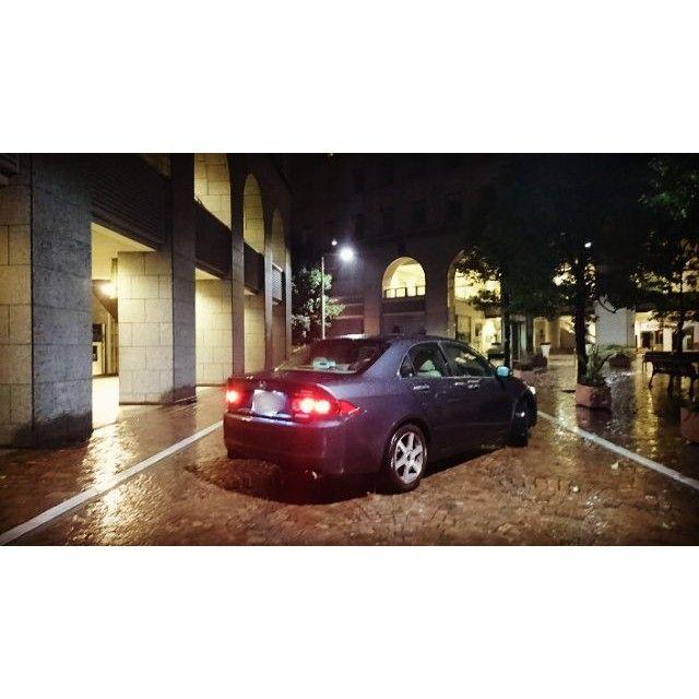 Instagram【akihiro0204】さんの写真をピンしています。 《汐留イタリア街 × アコードCL9 あとどこまで一緒に走ってくれますか、アコード。 #ホンダ #アコード #CL9 #HONDA #Accord #イタリア街 #汐留イタリア街 #汐留 #新橋 #浜松町 #夜景 #コラボ #セダン #優雅 #雨 #深夜》