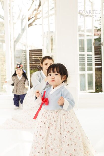 한복 Hanbok : Korean traditional clothes[dress]- cuteness overloded