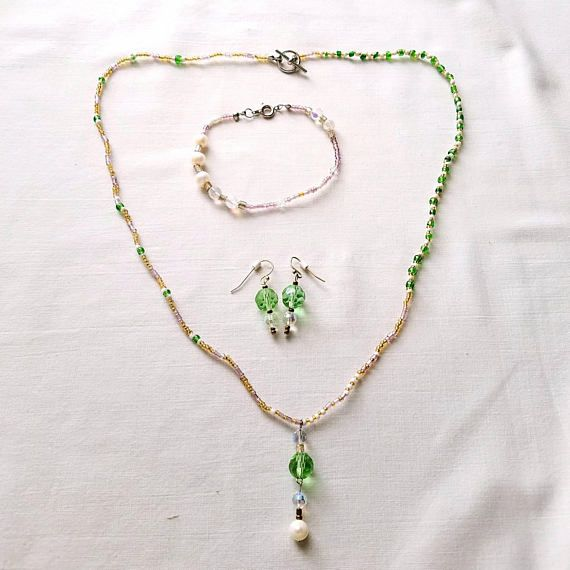 #Delicatejewelry #necklaceset  #Bridaljewelry #festival jewelry #FreshwaterPearls #facetedcrystals #minimalistjewelry #OOAK #Bohochic #gypsystyle #handmadejewelry #etsy #etsyshop #etsyseller #etsyfinds #etsylove #glassjewelry