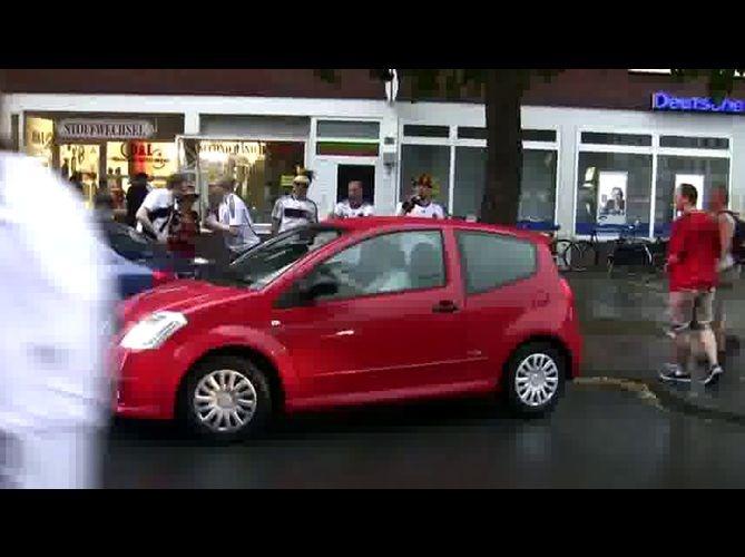 Primeira mulher no mundo consegue estacionar um carro