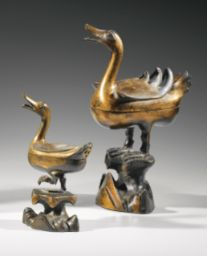 two Ming Dynasty bronze d'or 'brule-parfums', 9,400 euro