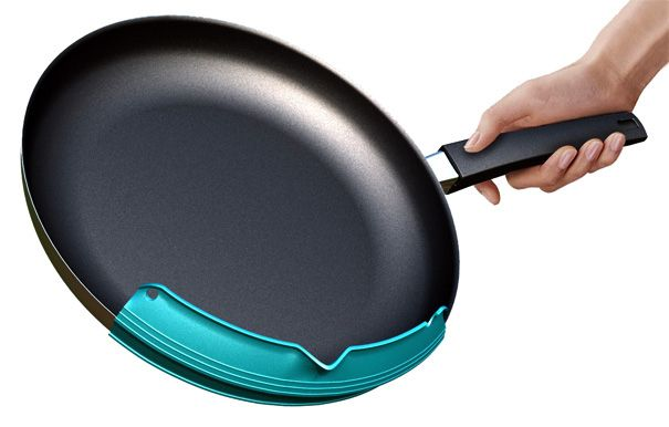 """The """"Pouring Made E-Z"""" Pan Attachment"""
